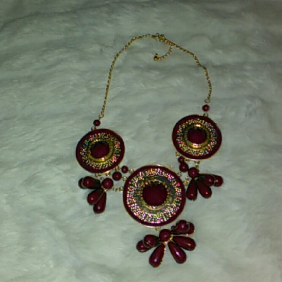Unbranded Jewelry - Burgundy Gold Toned Statement Necklace